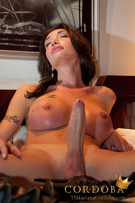 Hung tranny cock compare with mariana cordoba